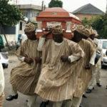 L'origine du mème des africains qui dansent autour d'un cercueil