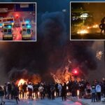 """Urgent- Le chaos éclate en Suède après l'incinération d'un Coran par un critique de l'islam du parti danois """"Stram kurs""""."""