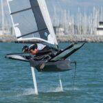 Il transforme des bateaux traditionnels en bateaux volants