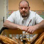 Le boulanger en grève de la faim contre l'expulsion de son apprenti conduit aux urgences
