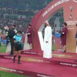 Pourquoi un cheikh qatari a-t-il refusé de saluer les arbitres femmes ? Les versions divergent