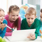 """Langage inclusif: une école interdit à ses élèves de dire """"maman"""" et """"papa"""" pour éviter les discriminations"""