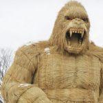 Désespéré, un village japonais érige un gorille géant pour conjurer le Covid-19